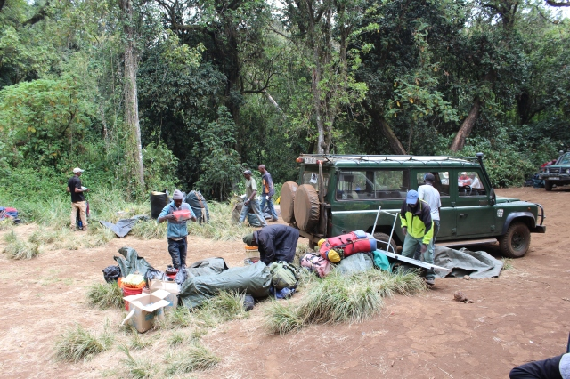 Unloading the Land Rover at Lemosho trailhead