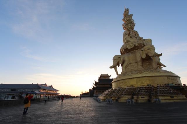 Golden summit with multi-face statue of Samantabhadra
