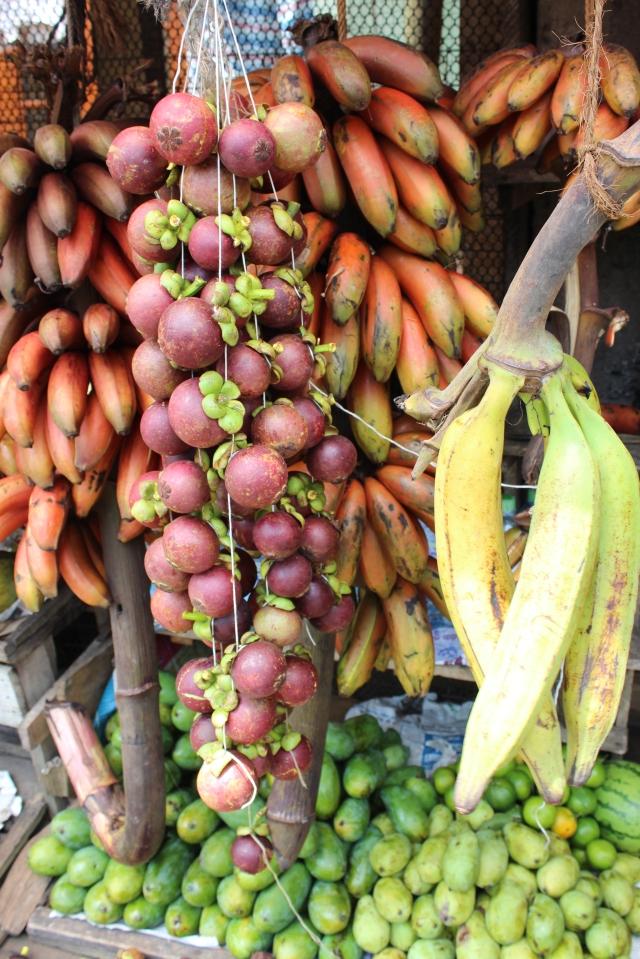 Fruit snack enroute to Nuwara Eliya