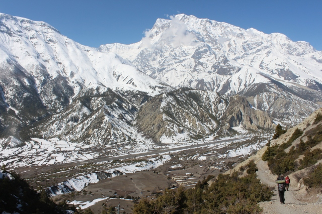 Descending from Ngawal