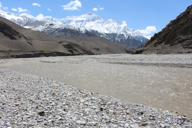Walking the flats of the Kali Gandaki River