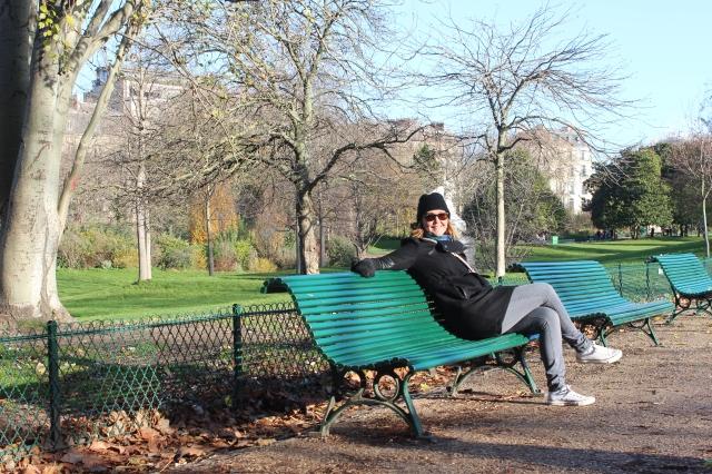 Jen hanging in Parc Monceau