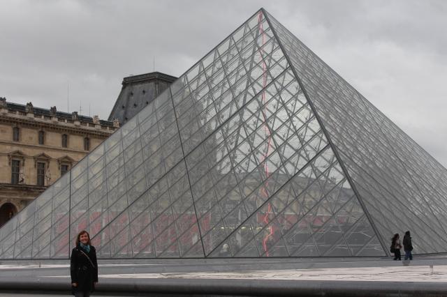 Jen outside The Louvre
