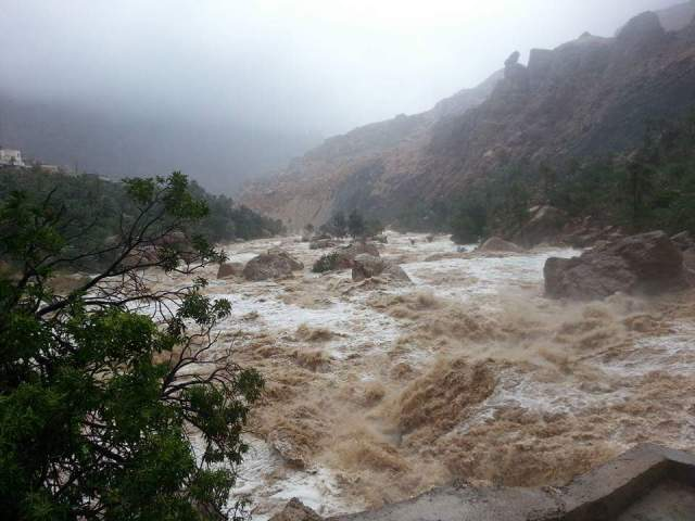 Bonus shot: Yasir sent me a few shots of the wadi in full flood.